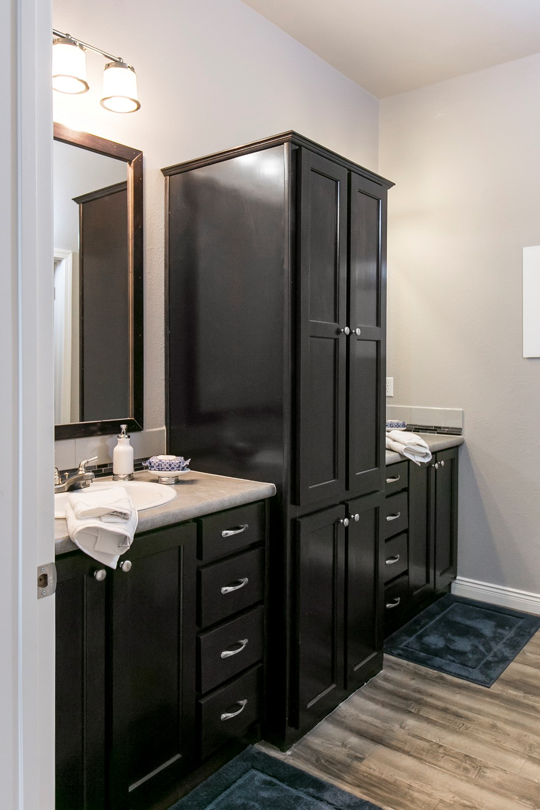 The GSP643K PLATINUM SERIES Guest Bathroom. This Manufactured Mobile Home features 3 bedrooms and 2 baths.